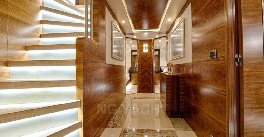 GULF CRAFT MAJESTY 105 (2013) For Sale full